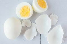 How Intermittent Fasting Helps 'Declutter' Your Brain – Bonnie Maxwell How Intermittent Fasting Helps 'Declutter' Your Brain Skinny Mom Easy Hard Boiled Eggs recipe Easy Hard Boiled Eggs, Hard Boiled Egg Recipes, Cooking Hard Boiled Eggs, Cooking Eggs, High Protein Snacks, High Protein Recipes, Protein Foods, Fat Foods, Protein Sources