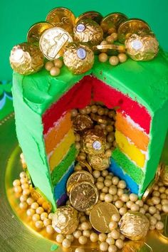 This Pot of Gold Rainbow Cake is the perfect dessert for St. Six colourful rainbow cake layers, filled and decorated with the most precious gold goodies! bake st patricks day treats Pot of Gold Rainbow Cake St Patricks Day Cakes, St Patricks Day Food, Fete Saint Patrick, Rainbow Layer Cakes, Cake Rainbow, Saint Patrick's Day, St Patrick Day Treats, St Patrick's Day Decorations, St Patrick's Day Crafts
