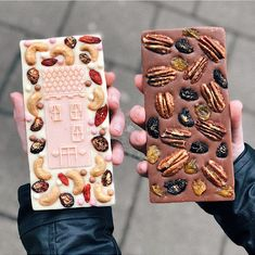 "(7,50€ per bar) ""Not your average chocolate bar"" - @beemck 😍🍫 спасибо за ваши волшебные фотографии наших изделий ❤️ #polaberrychocolates"