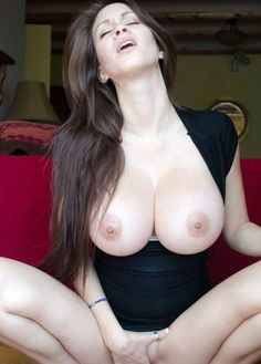 Busty Naked Moms and Hot MILF Porn Pics