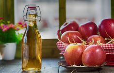 Apple cider vinegar is an effective natural treatment for gout. Some find relief in a matter of hours with the apple cider vinegar treatment while others Apple Cider Vinegar Toner, Apple Cider Vinegar Remedies, Apple Cider Vinegar Benefits, Home Remedies, Natural Remedies, How To Treat Pcos, Water Retention Remedies, Apple Health Benefits, Lose Weight Naturally