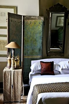 Antique , modern mix bedroom ~Jaya Ibrahim