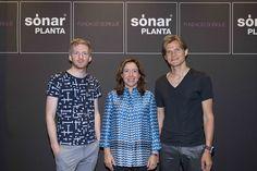El músico y compositor, Ólafur Arnalds, la presidenta de Sorigué, Ana Vallés y el codirector de ART+COM, Jussi Ängeslevä.