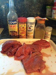 to Make Beef W/ Onions, (Bistec Guisado, Encebollado) CastCast Puerto Rican Cuisine, Puerto Rican Recipes, Mexican Food Recipes, Beef Recipes, Cooking Recipes, Recipies, Cooking Ideas, Seafood Recipes, Boricua Recipes