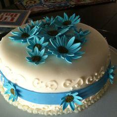 Marshmallow fondant daisy cake