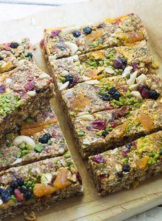 RAW BITES sind DER neue Food-Hit! Leckere Raw Bites Rezepte findet ihr auf gofeminin.de http://www.gofeminin.de/kochen-backen/raw-bites-energy-bars-s1547366.html Mehr