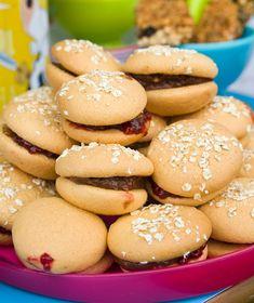 Γλυκά χάμπουργκερ - Στέλιος Παρλιάρος Greek Recipes, Truffles, Biscuits, Party Time, Hamburger, Deserts, Cooking Recipes, Cupcakes, Cookies