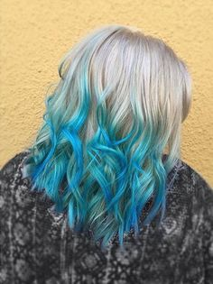 21 Bold and Beautiful Blue Ombre Hair Color Ideas Blue hair – we love it and according to everywhere we look, so do you too! With everyone opting for bright and bold, beautiful hair these days, it makes sense to pay a little bit more attention to Dyed Hair Blue, Dyed Hair Pastel, Brown Ombre Hair, Blonde Ombre, Hair Color Pink, Cool Hair Color, Blond Pastel, Pelo Color Azul, Colorful Hair