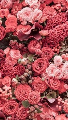 As the weather gets warmer, Many couples want to use flowers to decorate their weddings. So the rose wall is an essential element, Wedding walls are often used for decoration in the reception area. Or with a wall as a wedding backdrop, Bring the gorgeous, romantic feeling to the wedding.