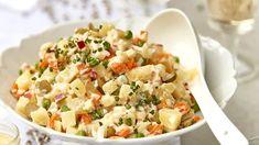 Mísa vychlazeného bramborového salátu patří k vánočním tradicím, každá rodina má ten svůj zaručený recept, bez kterého by byly svátky neúplné. Pasta Salad, Potato Salad, Food And Drink, Potatoes, Menu, Ethnic Recipes, Crab Pasta Salad, Menu Board Design, Potato
