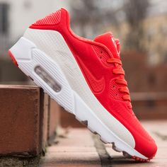new concept 1d3b2 32108 Store offers the official cheap Nike Air Max 90 Ultra Moire Light Crimson  White Womens   Mens Trainers. Buy now and get free socks.