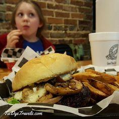 For #nationalcheeseburgerday try the mushroom swiss burger at Tailgater's in Hope.  #arkansas