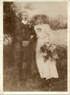 I have 2 identical pictures of this couple and in tiny writing on the back of one it says...August 1911.......Fabulous, would have loved a name aswell :)