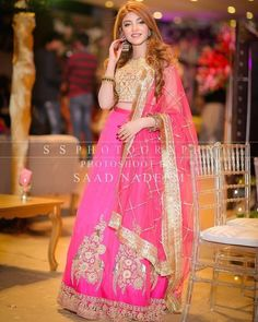 Kinza Hashmi, Beautiful Women Videos, Friend Outfits, Pakistani Actress, Celebs, Celebrities, Mehndi, Lehenga, Bridal Dresses