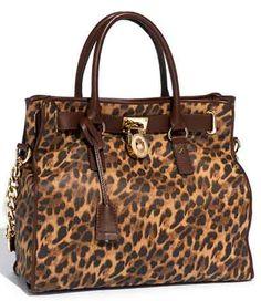 I love handbags but really love michael kors handbags. i wish i could get this one!