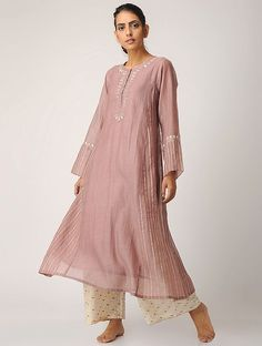 Party wear indian dresses - Peach Chanderi Kurta with Slip (Set of Pakistani Fashion Casual, Pakistani Dresses Casual, Indian Fashion, Ethnic Fashion, Indian Designer Outfits, Indian Outfits, Designer Dresses, Simple Dresses, Casual Dresses