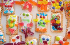 How adorable are these gorgeous robot biscuits! Such a fun activity to do with the kids!