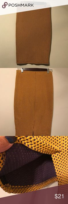"""Pencil ✏️ skirt Waist 14"""" in length 24"""" in size 38. In good condition condition. No trade Zara Skirts"""