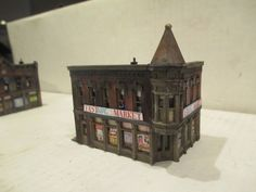 "BEAUTIFULLY DETAILED & WEATHERED N SCALE 2 STORY CORNER STORE ""EAST SIDE MARKET"" #DPM"