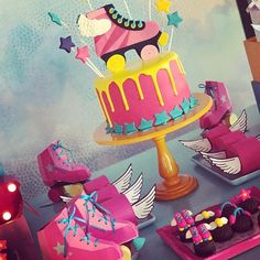 Bolo lindo por @simonemotta #fiestasinfantiles #festainfantil #festademenina #festasouluna #souluna #festanaescola #soyluna #fiestasoyluna