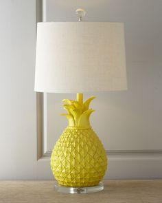 Lámpara de diseño de piña de horchow. Ideas decorativas de tendencia tropical en el blog de moda y diseño increible pero cierzo