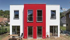 Dieses Haus fällt durch seine kubische Form auf. Die besondere Fensterform und der rote Erker auf der Rückseite unterstreichen außerdem die Individualität dieses Hauses. Gesamtwohnfläche 138,38 m²