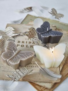 These beautiful large, floating butterfly candles will enchant everyone. These beautiful large, floating butterfly candles will enchant everyone. Cute Candles, Best Candles, Diy Candles, Scented Candles, Candle Art, Candle Lanterns, Candle Making Business, Photo D Art, Candlemaking