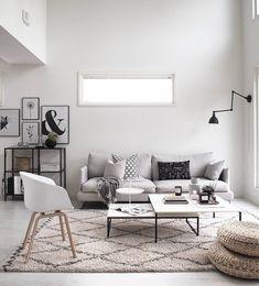 Runsaan kodikas ja samalla selkeä sisustus, josta löytyy paljon ihania tekstiilejä.