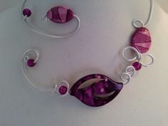 Here is an unique open collar necklace. It wll be sent in a white cardboard jewelry box, by express mail. Wire Necklace, Metal Necklaces, Collar Necklace, Washer Necklace, Prom Jewelry, Wedding Jewelry, Diy Jewelry, Aluminum Wire Jewelry, Cardboard Jewelry Boxes