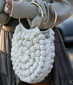 The trends that will spring up this spring Handmade bags, shades of orange … We bring you the trends you can't resist! , Las tendencias que arrasarán esta primavera , Fashion – Moda Sourc… Crochet Skirt PATTERN Country Fair Crochet Lace Women Free Knitting, Knitting Patterns, Crochet Patterns, Crochet Handbags, Crochet Purses, Diy Sac, Macrame Bag, Handmade Books, Handmade Notebook