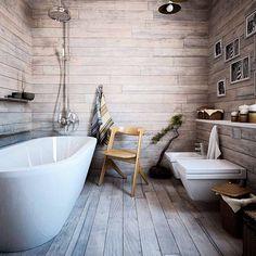 Bagno con pavimento e pareti rivestite in legno, vasca e sanitari bianchi