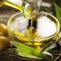 The best olive oil benefits come from extra virgin olive oil. Those olive oil benefits include benefiting your heart and brain. Learn more about olive oil benefits here. Cooking With Coconut Oil, Greek Cooking, Cooking Oil, Cooking Bacon, Oven Cooking, Healthy Cooking, Huile Tea Tree, Tea Tree Oil, Olive Oil And Lemon Dressing
