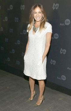 Sarah Jessica Parker makes the dress with pockets look work perfectly.