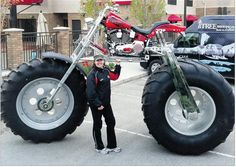 Marissa admires Western Country RV's monster bike that stands about three metres tall and balances on a rear tire. Monster Motorcycle, Monster Bike, Monster Trucks, Trike Motorcycle, Motos Harley Davidson, Futuristic Motorcycle, Harley Bikes, Transporter, Cool Motorcycles