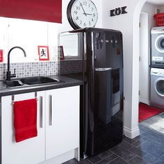 roter retro k hlschrank kuche bosch smeg wei e k chenschr nke backsteinwand beautiful. Black Bedroom Furniture Sets. Home Design Ideas