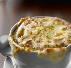 Classic French Onion soup embodies all that makes country French cooking sublime - beautiful technique and exquisite flavors from simple ingredients. Try this Classic French Onion Soup recipe, and you'll have a new favorite in no time! Food Network Recipes, Cooking Recipes, French Food Recipes, Wing Recipes, Cooking Tips, Classic French Onion Soup, French Onion Soups, Onion Soup Recipes, Recipe For Onion Soup