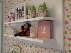 Quarto bebê | O papel de parede polka dots deixa tudo mais divertido | marcelasantiago.com.br