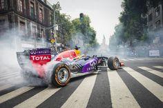 F1-auto op Nederlands kenteken? Dit moet je doen - https://www.topgear.nl/autonieuws/f1-auto-op-nederlands-kenteken/