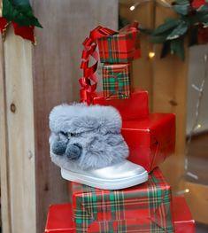 Vitrine de Noël 2019 DKS Grenoble spécialiste chaussures bébé et enfant dégriffées Grenoble, Brand Name Shoes, Store, Bebe