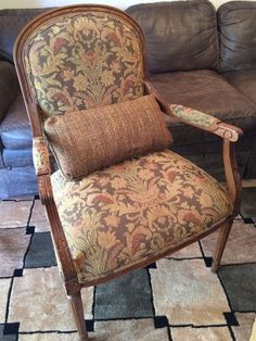 Ethan Allen French Country Style Carved Upholstered Arm  Chair W/ Pillow #EthanAllen #FrenchCountry