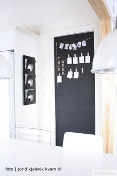 Love this idea.halkboard door for agenda, photos, clipboard. Hygge Home, Chalkboard Paint, Take Me Home, Beautiful Mess, Kid Spaces, Getting Organized, Home Kitchens, Ikea, Inspiration