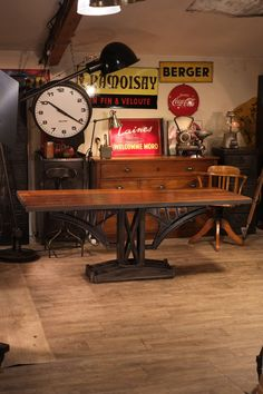 Table industrielle ancienne