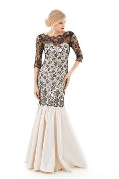 Abendkleid aus Seidensatin und edler Spitze mit Dreiviertelärmeln. Der schmale Spitzenpart erweitert sich zu einem schwingenden angesetzten Rockteil. Dress Latisha- Handmade silk evening gown - Handgefertigtes Abendkleid aus Seide - Mônica Santana Haute Couture - Made in Germany