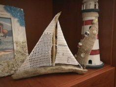 Barca a vela con legnetti di mare e vele ad uncinetto ...per essere la  prima fatta  Sono contenta