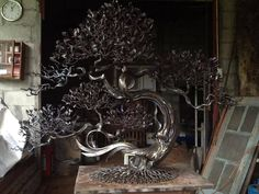 Iron Bonsai Tree by artist Sagon Luerit, Chiang Mai Thailand Wire Art Sculpture, Tree Sculpture, Sculptures, Sculpture Ideas, Metal Tree Wall Art, Metal Art, Tree Support, La Forge, Building Art