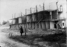 Demolishing the Old Bathurst Gaol in New South Wales in 1888.   🌹
