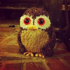 Adorable knit owl! Pattern here - http://sincerelylouise.blogspot.com/p/free-tweet-owl-knitting-pattern.html