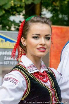 Regional costume from Zamość, Poland [source].