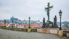 Kde hledat energii na Karlově mostě v Praze? Prague, Statue Of Liberty, Country, City, Travel, Trips, Rural Area, Liberty Statue, Traveling