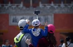 Selfie Sticks Extend Their Reach_07